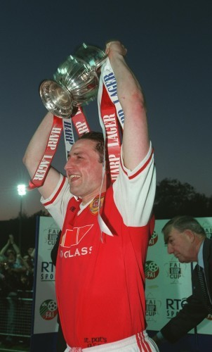 Eddie Gormley with the League trophy 15/5/1998