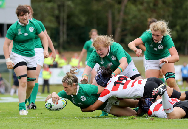 Alison Miller scores her sides first try