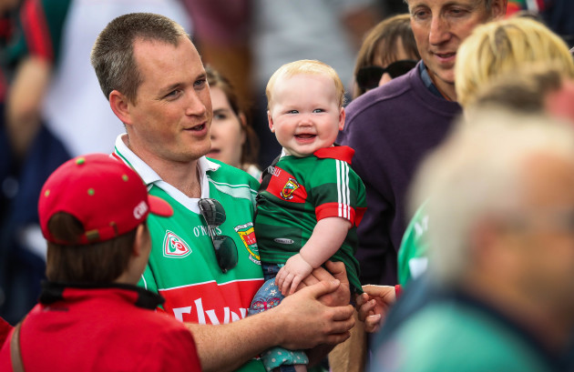 A young Mayo fan