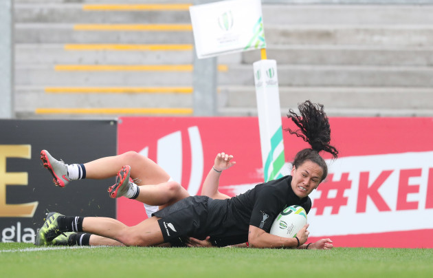 Portia Woodman scores her third try