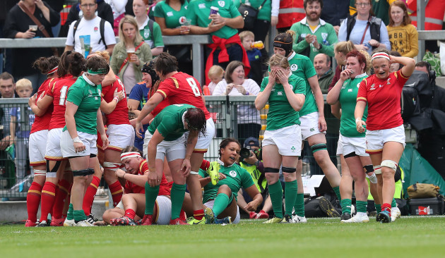 Ireland players dejected after Carys Phillips scores a try