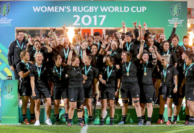 Fiao'o Faamausili lifts the Women's Rugby World Cup