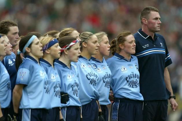 Mick Bohan with Dublin Ladies football team 5/10/2003