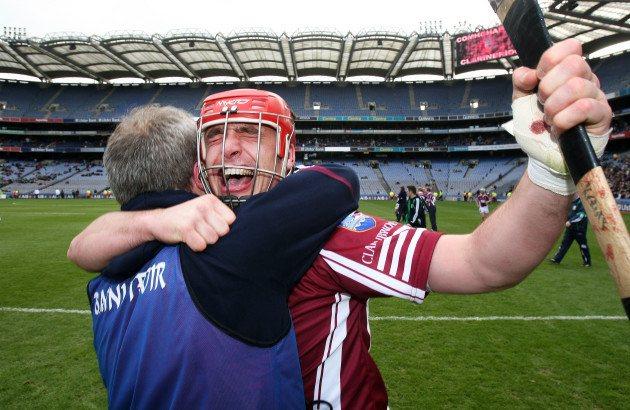 Alan Kerins celebrates with manager Michael Donoghue