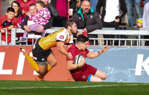 Alex Wootton scores a try