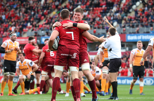 Munster's Tommy O'Donnell scores a try and is congratulated by Jack O'Donoghue