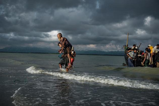 Bangladesh: Rohingya Refugees Flee to Bangladesh