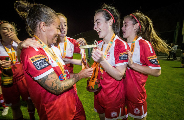 Pearl Slattery, Roma McLaughlin and Jaime Finn celebrate with The Continental Tyres WNL League Cup