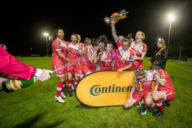 Shelbourne celebrate winning The Continental Tyres WNL League Cup