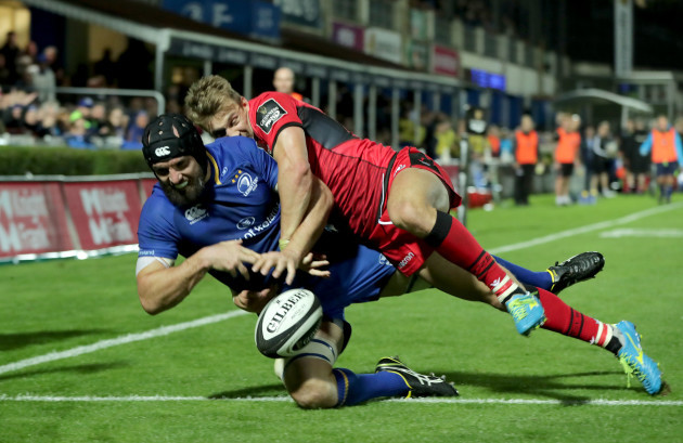 Scott Fardy fails to ground the ball under pressure from Dougie Fife