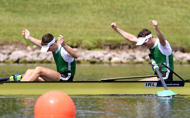 Mark O'Donovan and Shane O'Driscoll celebrate winning gold
