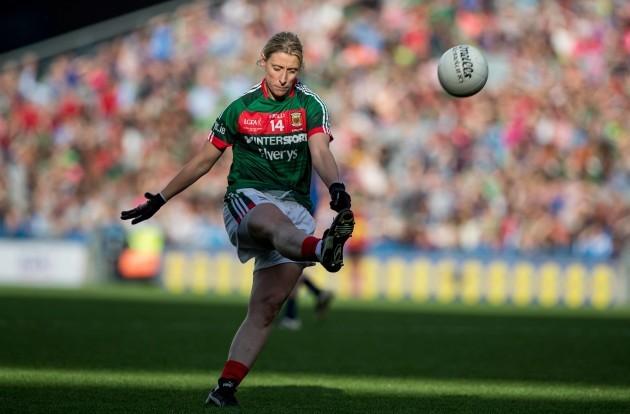 Cora Staunton kicks a point