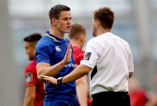 Johnny Sexton speaks to referee Ben Whitehouse