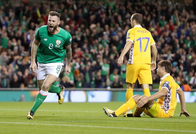Daryl Murphy celebrates his goal