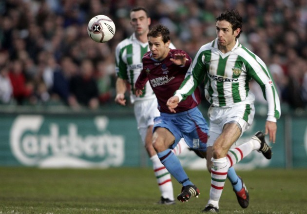 Cork City's Alan Bennett in a race with Drogheda United's Declan O 'Brien 3/12/2005