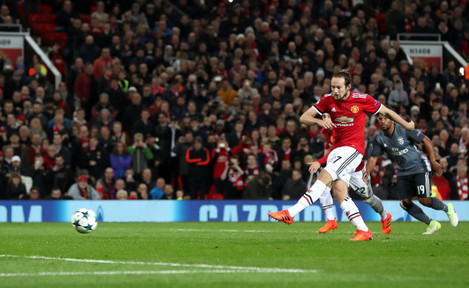 Manchester United v Benfica - UEFA Champions League - Group A - Old Trafford