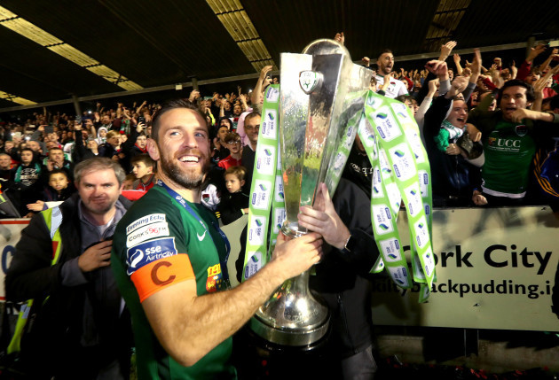 Alan Bennett celebrates winning The SSE Airtricity League