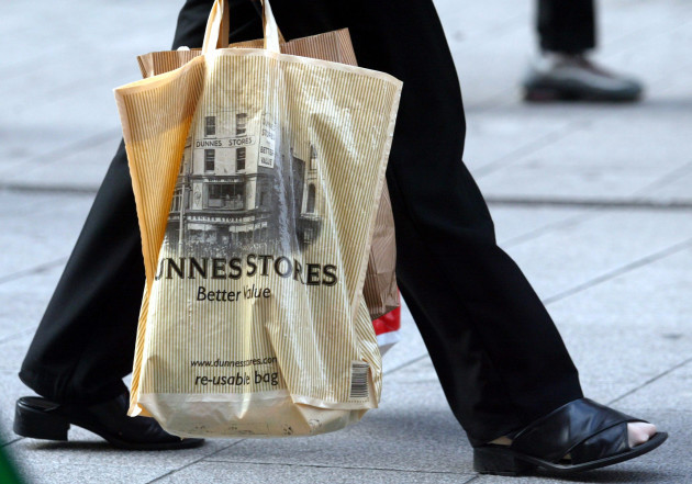 PLASTIC BAGS LEVYS DUBLIN CITY SCENES SHOPPERS PEOPLE ENVIRONMENTAL CONCERNS ISSUES