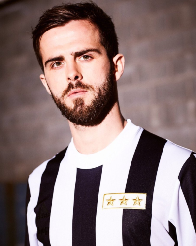 080e8a418e4 Juventus will wear a humdinger of an old school jersey to celebrate ...