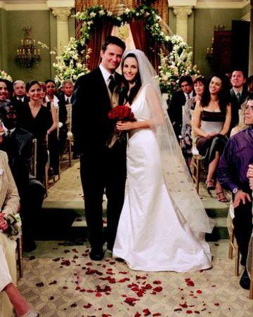 Chandler&MonicaWeddingPose