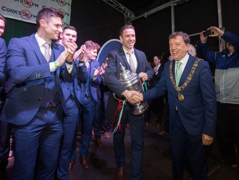 Mayor of Cork Tony Fitzgerald congratulates Alan Bennett with The Irish Daily Mail FAI Cup