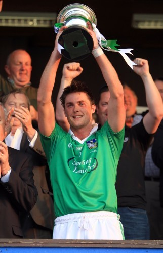 Gavin O'Mahony lifts the trophy
