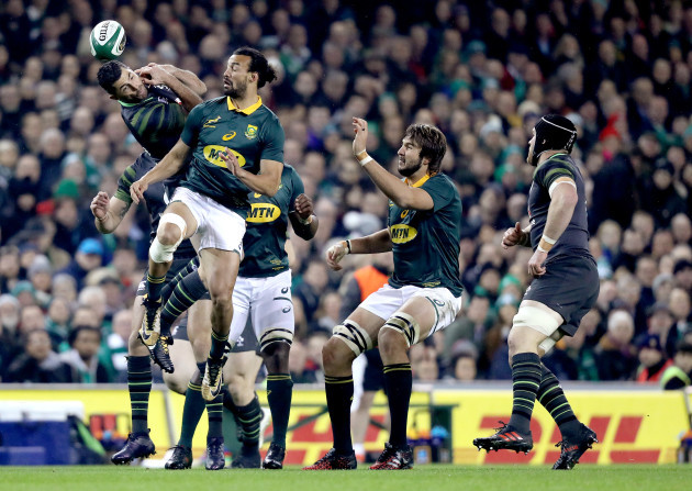 Rob Kearney clashes with Dillyn Leyds in the air
