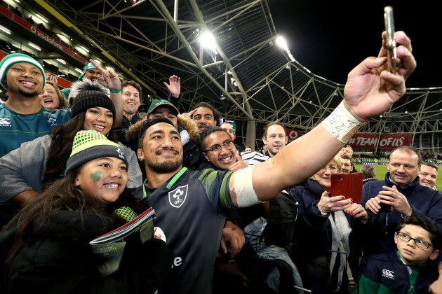 Bundee Aki takes a selfie with his family including daughter Adrianna