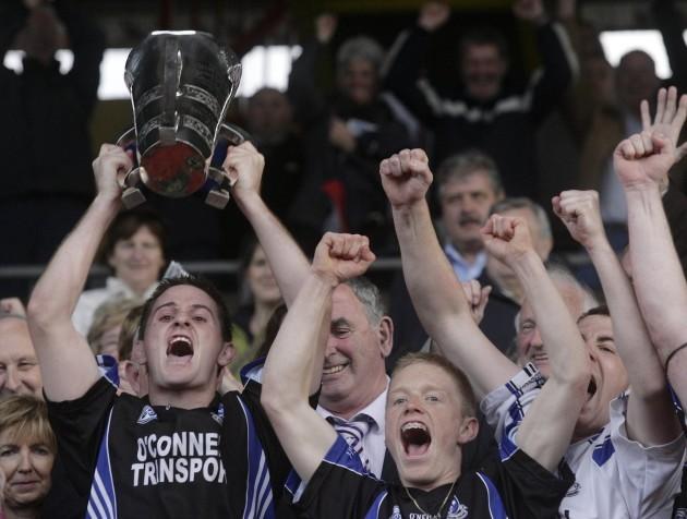 Kieran Murphy lifts the Sean Murphy cup