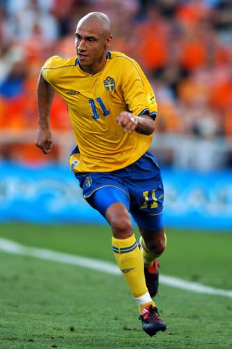 Soccer - UEFA European Championship 2004 - Quarter Finals - Sweden v Holland