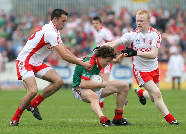 Kyle Coney and Diarmuid McNulty tackle Eoin Reilly