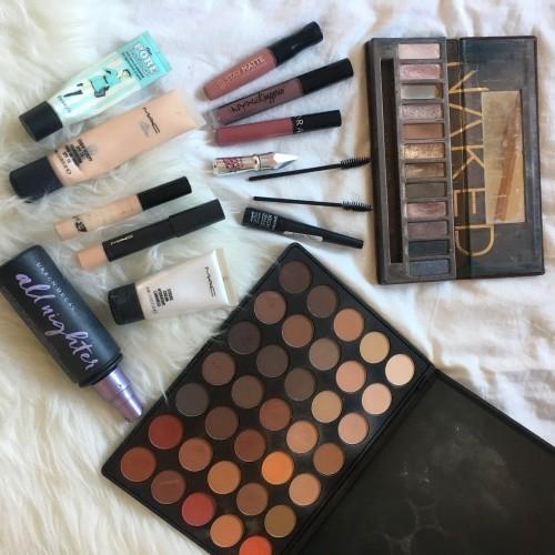 Makeup Bag Contents - Sarah Magliocco (1)