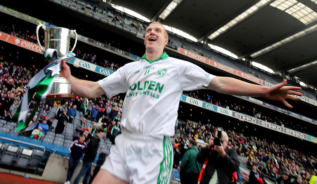 Henry Shefflin celebrates with the cup