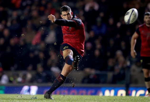 Ian Keatley kicks a penalty 17/12/2017