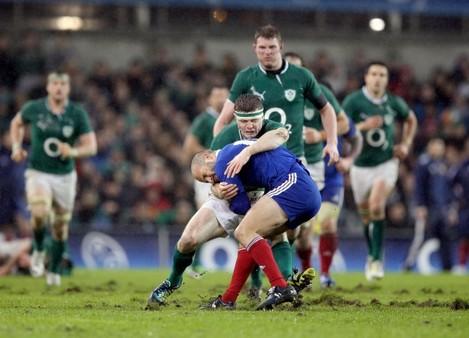 Brian O'Driscoll tackles Frederic Michalak