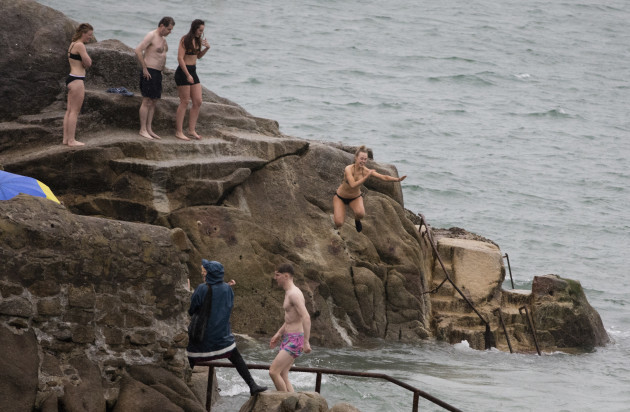 FORTY FOOT XMAS SWIM 758A2748_90532926