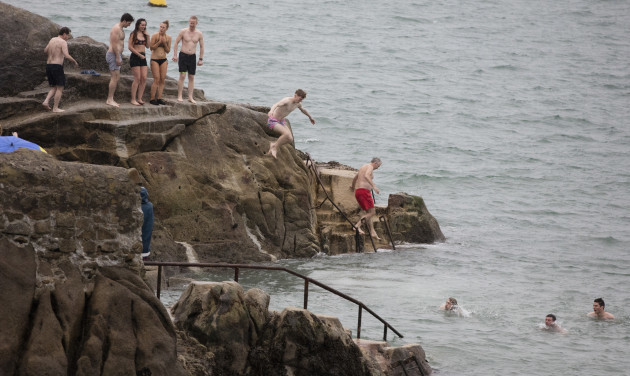 FORTY FOOT XMAS SWIM 758A2733_90532927