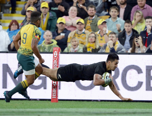 Rieko Ioane dives over to score a try 21/10/2017