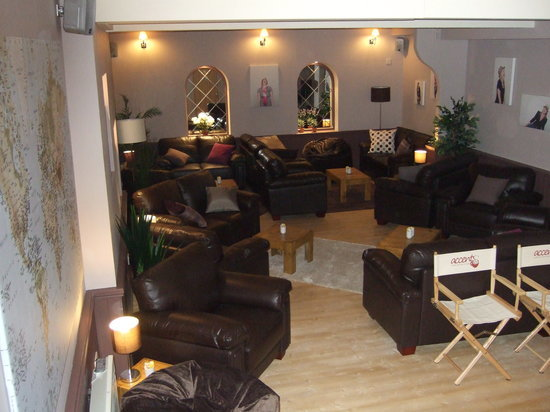 accents-downstairs-lounge