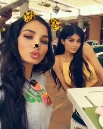 kylie-jenner-pia-mia-twins-ftr