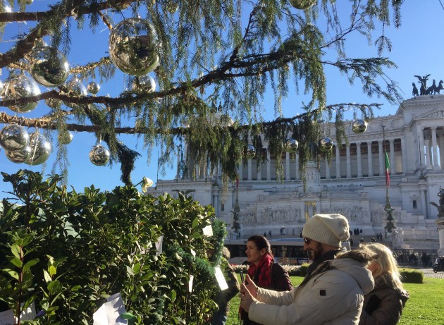 Rome's dead Christmas tree is a tourist magnet