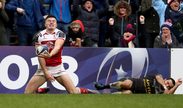 Jacob Stockdale celebrates his try