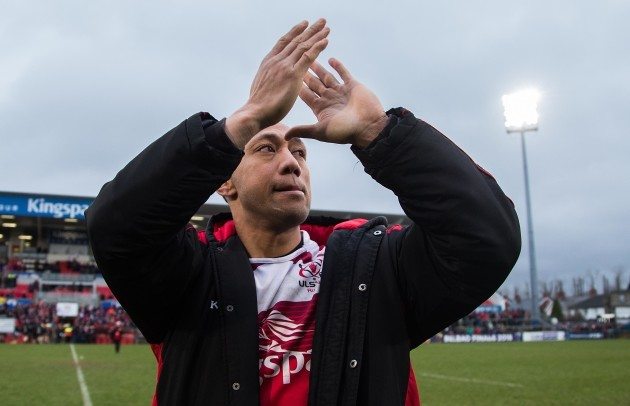 Christian Lealiifano waves goodbye to the Ulster fans on his last game