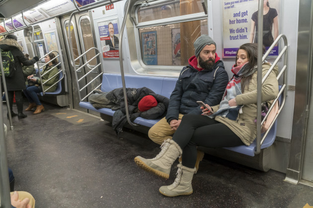NY: Cold weather causes homeless invasion on the subway
