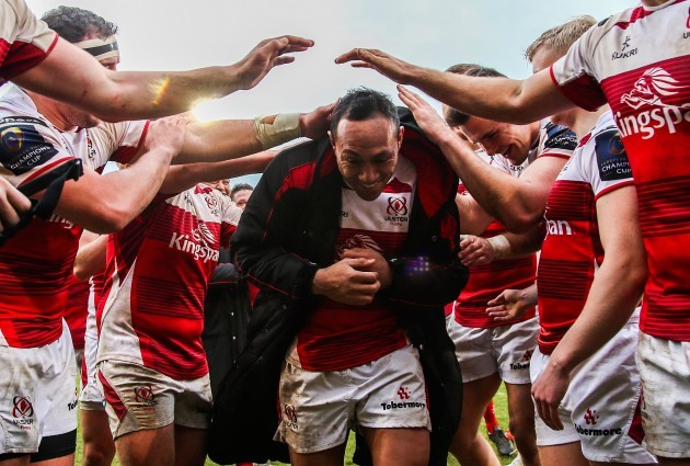 Christian Lealiifano is clapped off the pitch by his teammate on his last game for Ulster