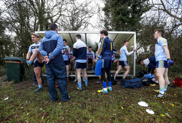 UCD players keep warm at half-time 23/1/2018