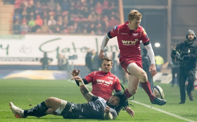 Rhys Patchell with Ma'a Nonu
