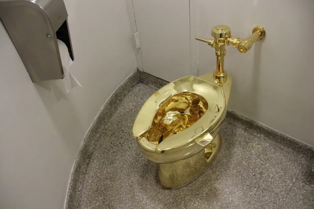 Guggenheim Museum in New York - Golden toilet