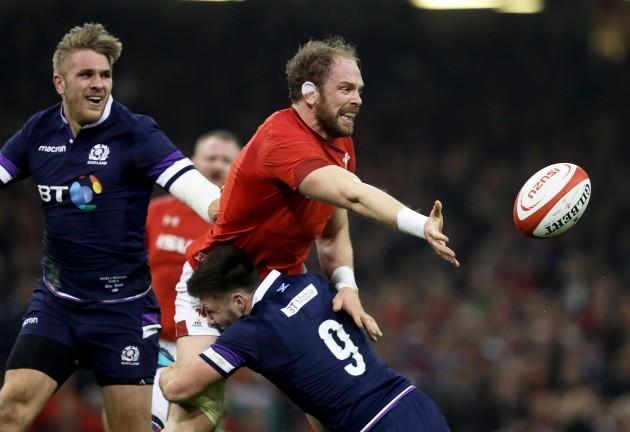 Alun Wyn Jones is tackled by Ali Price