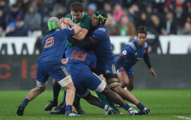 Ireland's Iain Henderson is tackled by France's Kevin Gourdon Cedate Gomes Sa and Sébastien Vahaamahina